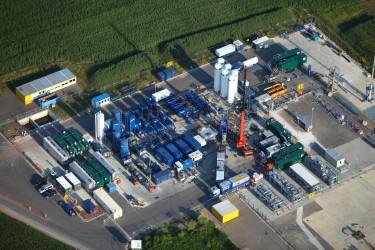 """Erdgasbohrung wird einer Fracmaßnahme unterzogen (""""Goldenstedt Z23″) Quelle: WEG Wirtschaftsverband Erdöl- und Erdgasgewinnung e.V."""