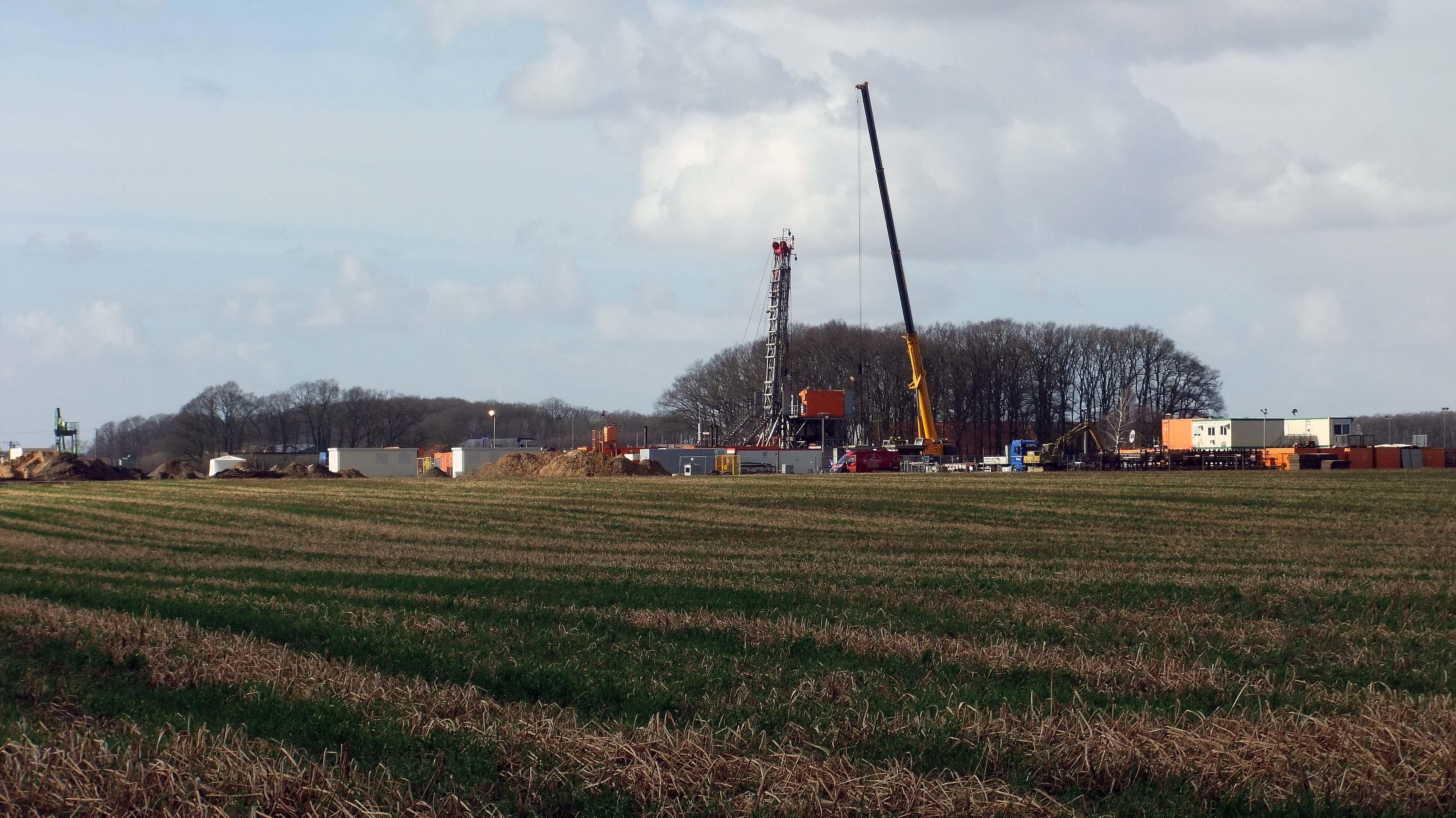 EEW-Bohranlage T-47 während des Umbaus auf dem Bohrplatz des EOR-Projektes in Bockstedt im März 2012 chef79