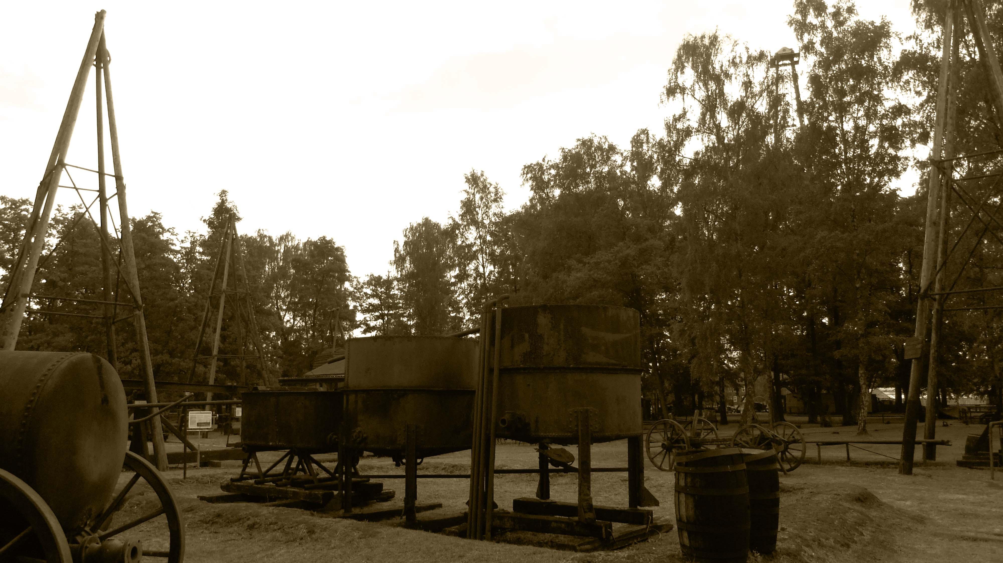 Historische Förder-und Aufbereitungsanlagen am Originalplatz im Freigelände des Erdölmuseums Wietze