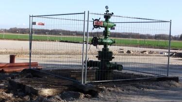 """Erdgasbohrung """"Märkisch-Buchholz 3"""" während der platzertüchtigung, Februar 2014, chef79"""