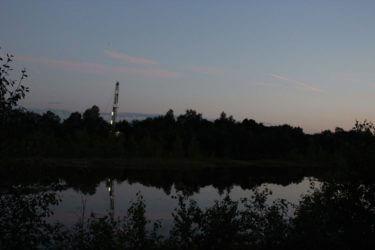 Auf Feldbahngleisen transportierbare Bohr-/Workoveranlage in Rühlermoor (Juli 2016). chef79