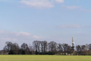 Bohrturm auf einem Feld