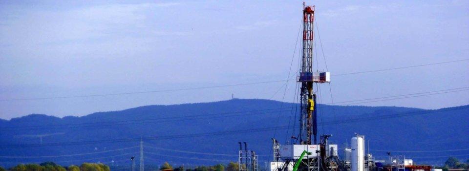 """Rhein Petroleum plant Erdölerkundungsbohrung """"Steig 1"""" in Weingarten"""